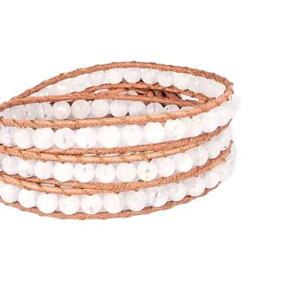 Mehrreihiges Armband mit braunem Band