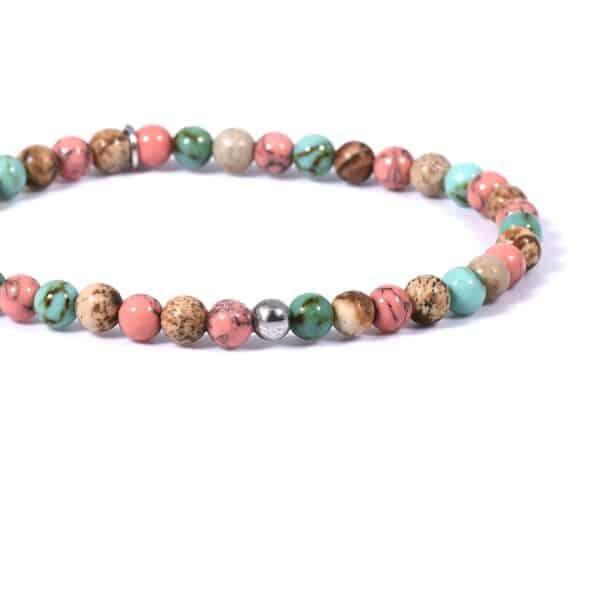 Armband mit farbenfrohen Edelsteinen nah