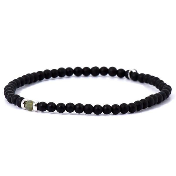 Herren Stretch Armband mit matten Onyx Steinen und einem handverlesenen Jade Stein. Kombiniert mit 925 Sterling Silber