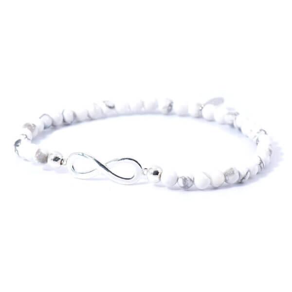 Damen Stretch Armband mit Magnesit Steinen und einem aus 925 Sterling Silber gefertigtem Infinity Zeichen.