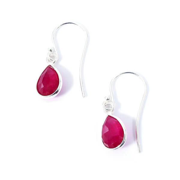 Ohrringe mit Achat Steinen liebevoll eingefasst in 925 Sterling Silber. Die Ohrhänger sind handgefertigt und die Steindrops schwenkbar.