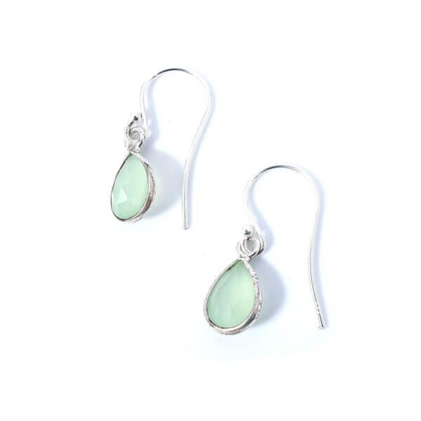 Ohrringe mit Prehnite Chalcedon Steinen liebevoll eingefasst in 925 Sterling Silber. Die Ohrhänger sind handgefertigt und die Steindrops schwenkbar.